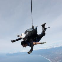 SKydivers-and-oceans-from-Top
